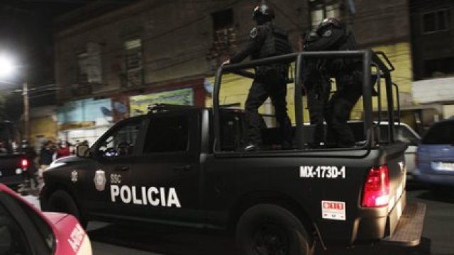 Los cinco presuntos responsables e delitos fueron arrestados en la alcaldía Cuauhtémoc (Foto: Cuartoscuro)