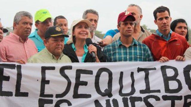 Una protesta donde dirigentes políticos respaldaron al Esequibo como venezolano
