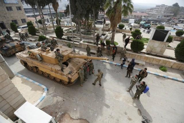 Tanques y tropas turcas en el norte de Siria (Reuters)