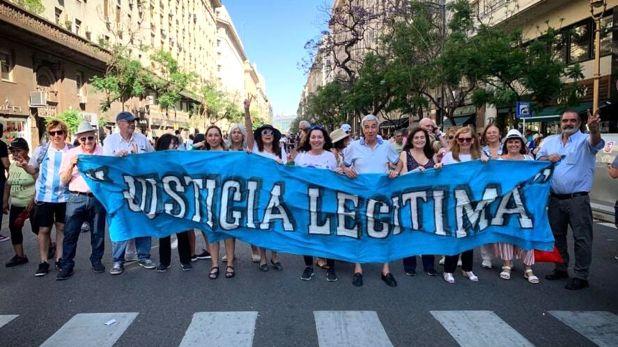 Miembros de Justicia Legítima en la asunción de Alberto Fernández
