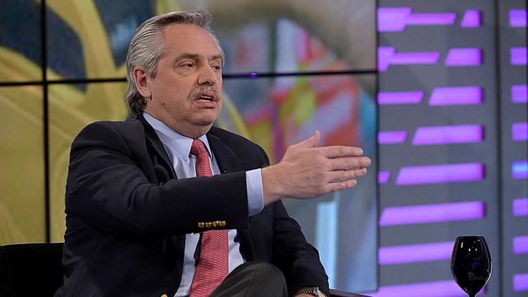 Fernández en los estudios del canal América (Gustavo Gavotti)