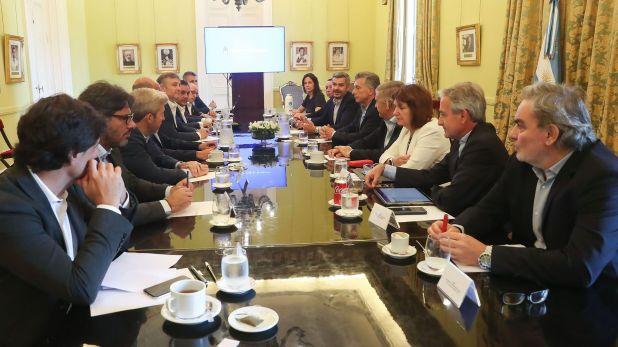Mauricio Macri con su último gabinete, los más leales le han prometido al ex presidente que seguirán colaborando en el proyecto político, otros optaron por volver full time al sector privado