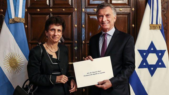 Macri con la embajadora Ronen. El Presidente firmó en julio pasado el decreto que declaró a Hezbollah organización terrorista