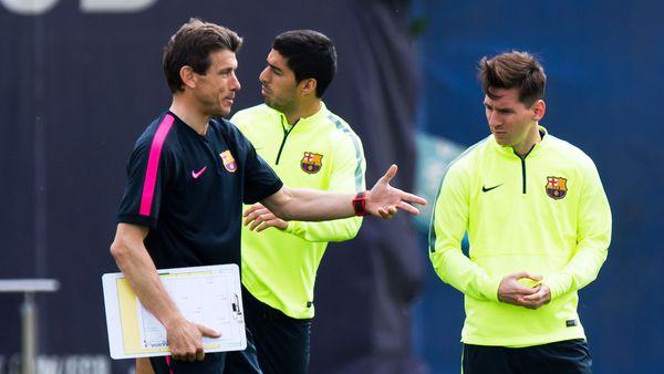 Unzué con Lionel Messi y Luis Suárez durante un entrenamiento (Getty)