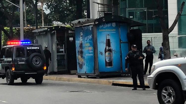 La oposición denuncia que la dictadura chavista intenta allanar ilegalmente las oficinas de Juan Guaidó en Caracas