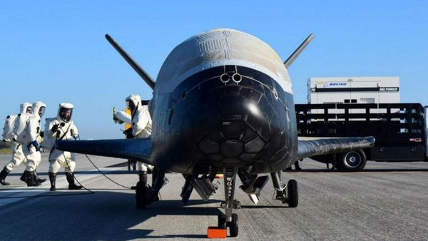 El X-37B Orbital Test Vehicle tras aterrizar en Florida (Reuters)