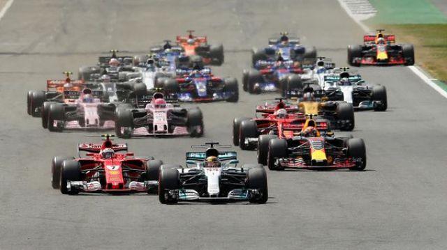 Vettel pinchó un neumático cuando faltaba una vuelta y tuvo que conformarse con el séptimo puesto (REUTERS)