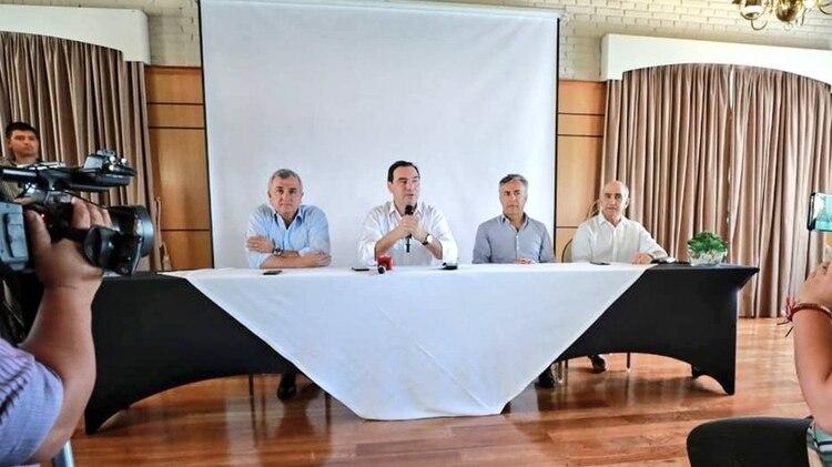 Morales, Valdés, Cornejo y Salvador en la reunión de Corrientes. (Prensa UCR Nacional)