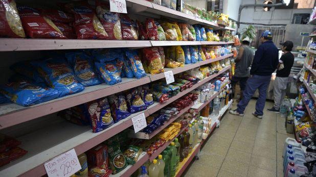 Fernández indicó que hay negociaciones con los supermercadistas para que absorban parte del 21% del IVA que los alimentos de la canasta básica volverán a tributar