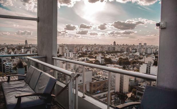 La capital argentina se mantiene entre las ciudades que tienen el metro cuadrado más caro de la región