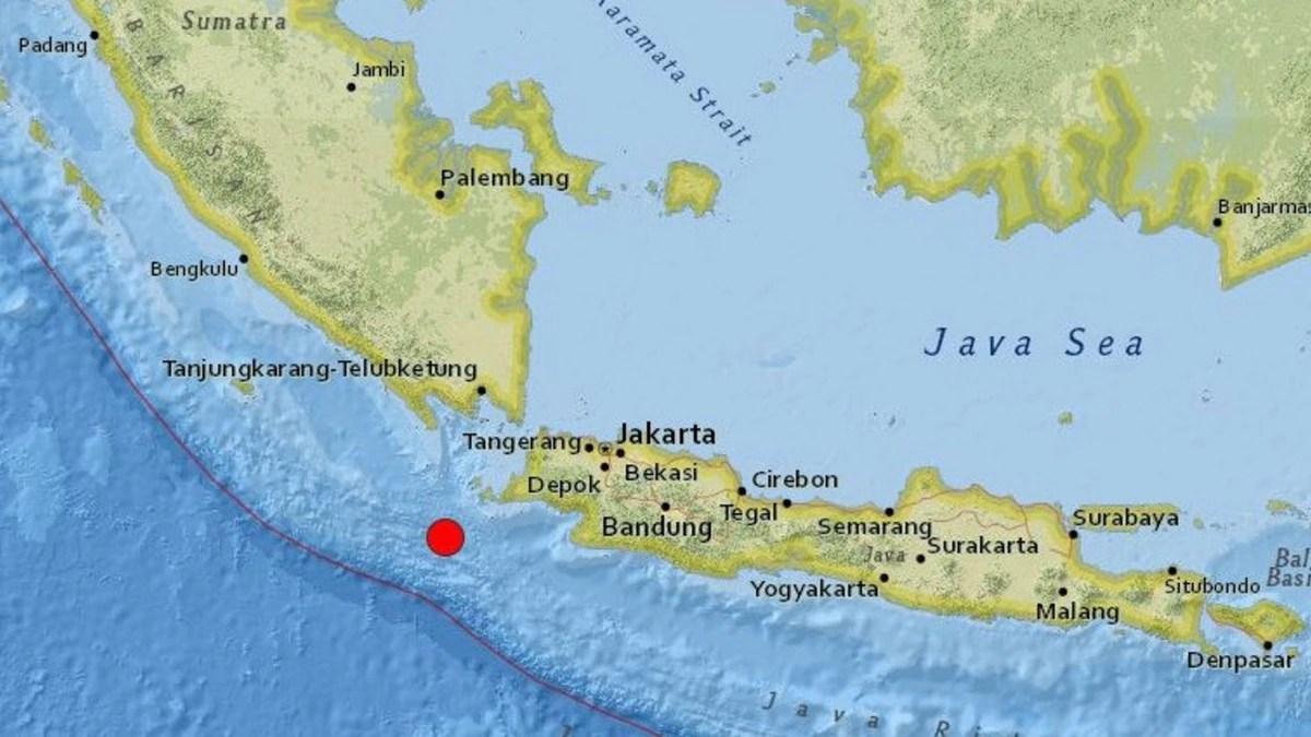 Terremoto de 6,9 grados en Indonesia: hay alerta de tsunami con olas de hasta tres metros