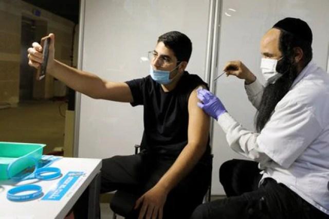 En Israel ya fueron vacunadas unas 9 millones de personas contra el coronavirus /REUTERS/Ammar Awad