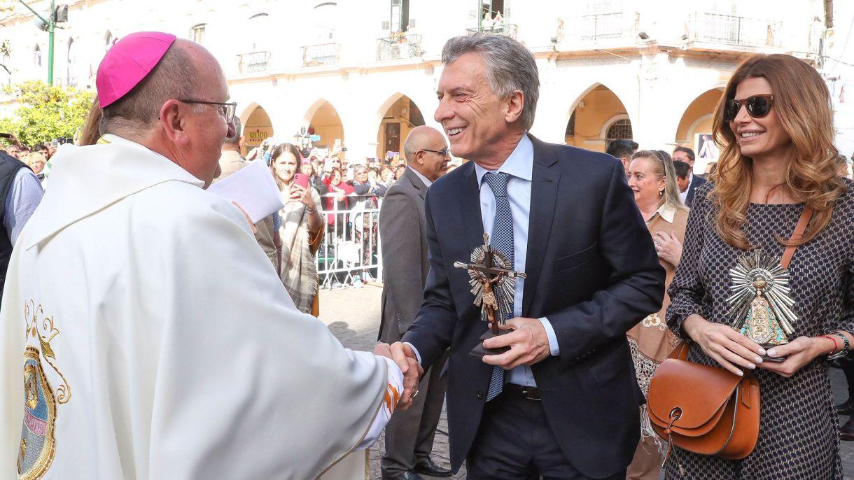 El presidente Mauricio Macri y Juliana Awada saludaron al arzobispo de Salta, monseñor Mario Cargnello (Presidencia)