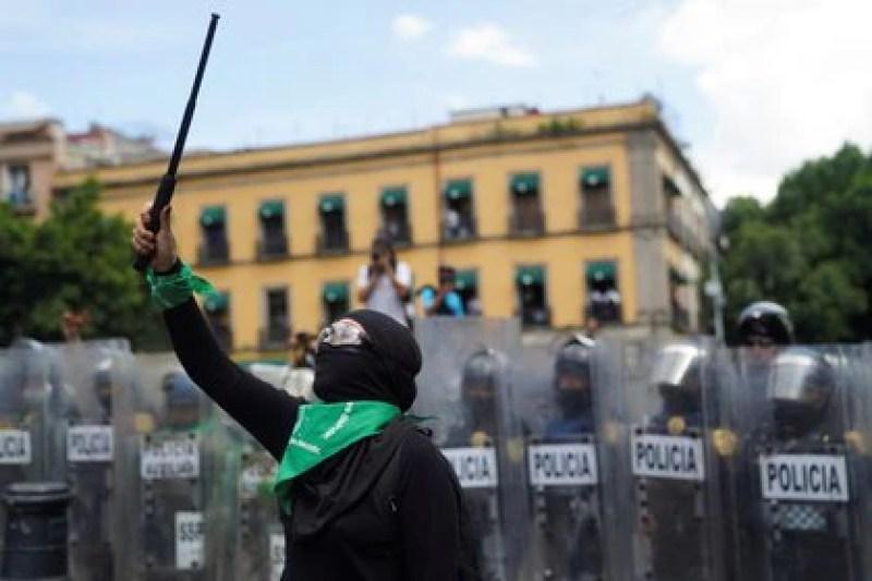 La última parte de la carta se lee como una amenaza a manifestantes (Foto: REUTERS/Toya Sarno Jordan)