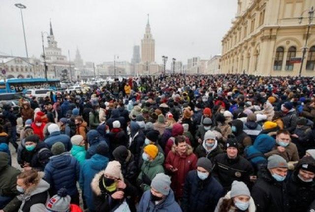 Protesta en Moscú. El punto de concentración fue cambiado a última hora por los despliegues policiales (Reuters)