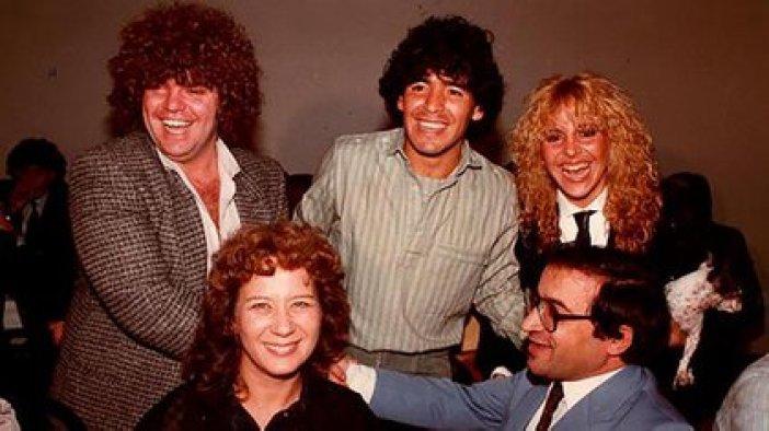 Cyterszpiler con Maradona y Claudia
