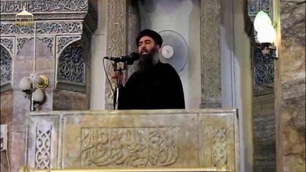 Abu Bakr al Baghdadi en Al Nuri en 2014, una de las pocas imágenes que se tienen del líder del ISIS