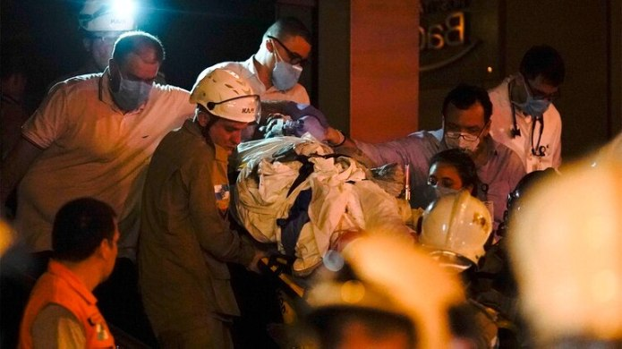 Los pacientes más delicados fueron trasladados de forma urgente a otros centros de salud (AP Photo/Leo Correa)