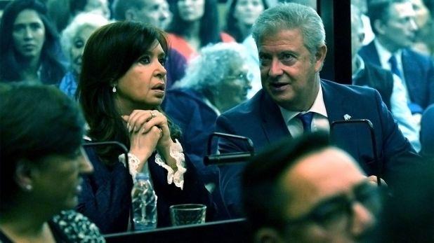 Cristina Kirchner junto a su abogado durante una de las audiencias (foto Télam)