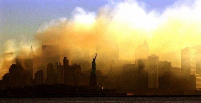 La Estatua de la Libertad cubierta de humo (Dan Loh/AP)