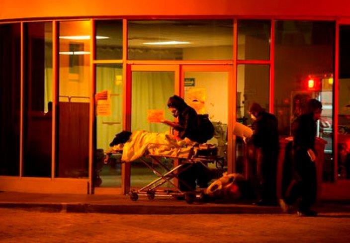 Los hospitales de la Ciudad de México tienen más del 80% de sus camas ocupadas y muchos pacientes fallecen porque los conductores de ambulancias dicen que tardan horas en encontrarles una disponible (Foto: EFE/Miguel Sierra)