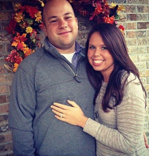 Justin y Kelsey McCarter. Él era entrenador de un equipo de fútbol americano en una secundaria de Knoxville, Texas. Debió renunciar de inmediato