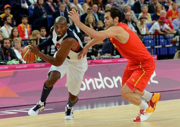 Calderón contra Kobe Bryant en un partido durante los Juegos Olímpicos de Londres 2012
