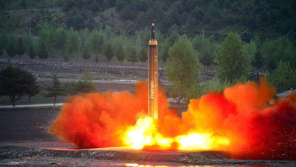 El lanzamiento reciente de un Hwasong-12 (Reuters)