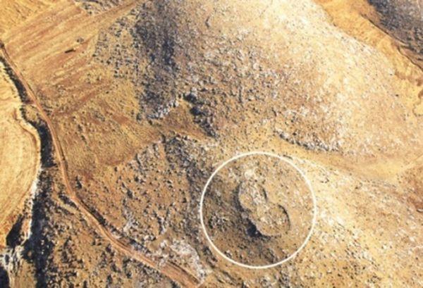 Vista aérea de uno de estos pies gigantes de piedra