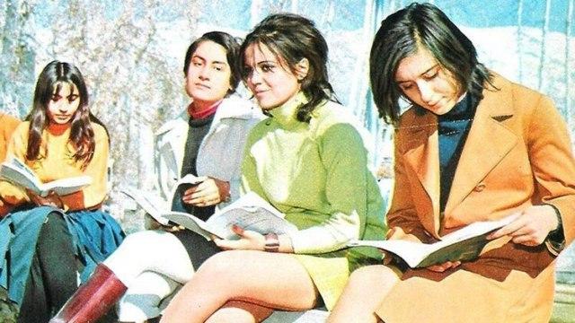 Estudiantes universitarias a principio de la década del 70 en Irán