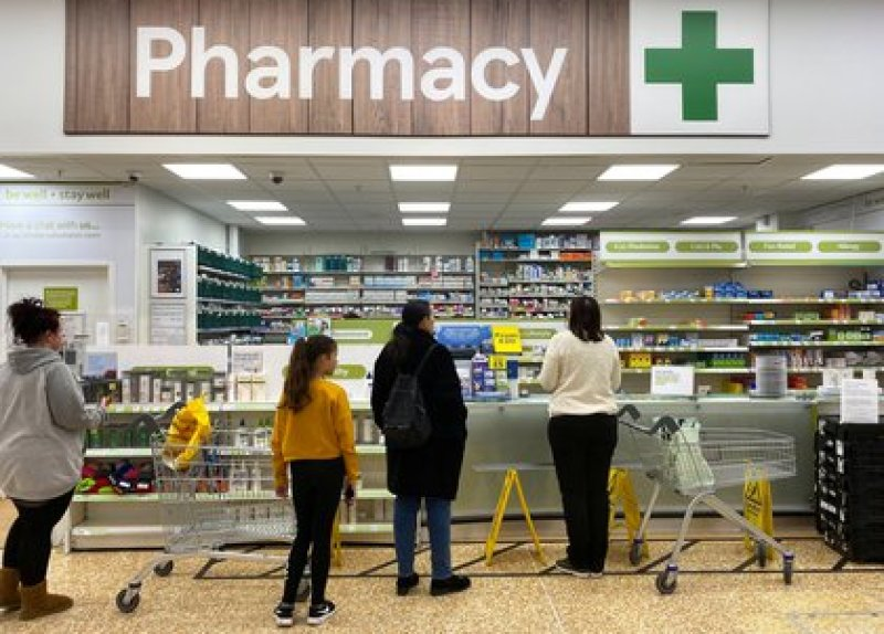 Farmacia en el Reino Unido. Cheshunt, Britain March 21, 2020 REUTERS/Mark Hartnell