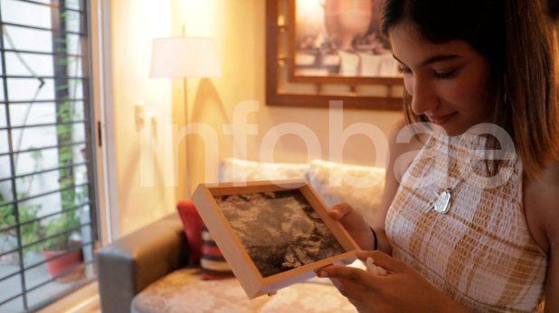 Desde el living de su casa, Julieta Rossi comparte los recuerdos que atesora de su noviazgo con Fernando Báez Sosa