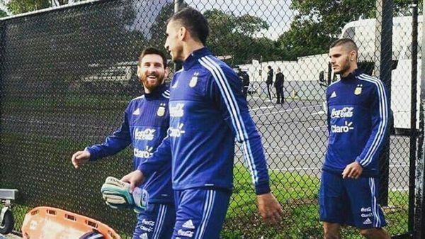 Lionel Messi, Nahuel Guzmán y Mauro Icardi, antes del entrenamiento en Merlbourne (@TeamLioneIMessi)