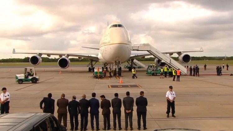 El Boeing 747-400 esperando el descenso de MBS