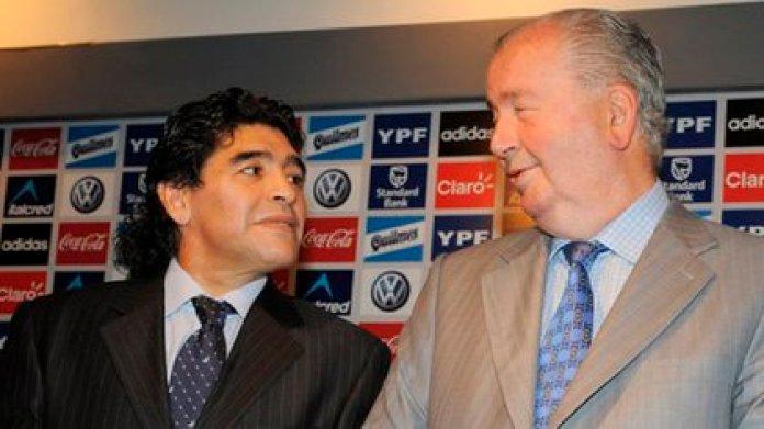Maradona tuvo una relación de idas y vueltas con Julio Grondona (Télam)