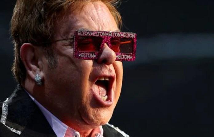 """Elton John confesó que por las drogas había """"perdido una gran parte de mi vida en vano"""" Foto: REUTERS/Denis Balibouse"""