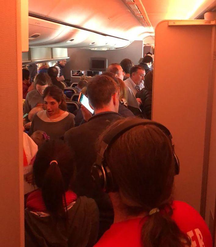 Así fue el descenso de los pasajeros de American Airlines