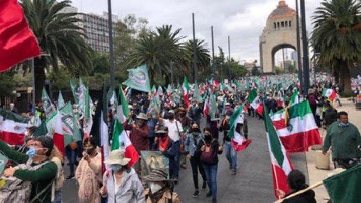 """El Frente Nacional Anti AMLO llamó a los ciudadanos a comenzar un """"paro económico nacional"""" y a exigir la renuncia de López Obrador (Foto: Twitter@SoyLaMadraza)"""