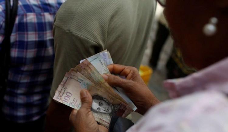 La última subasta del Dicom permitía comprar dólares a un cambio que va entre los 2.679 y los 3.445 bolívares. En la calle, el dólar libre se vende a más de 80 mil bolívares