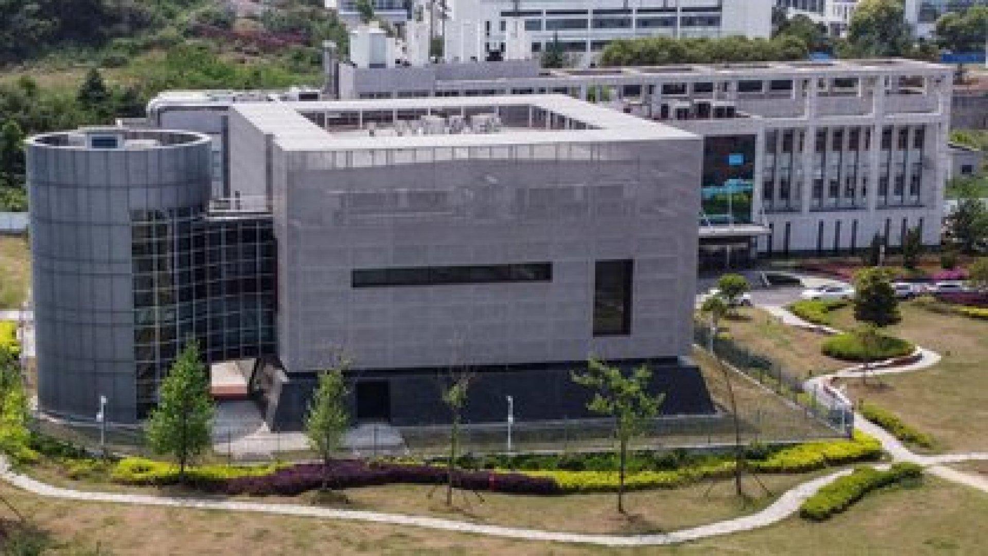 Esta foto aérea de archivo tomada el 17 de abril de 2020 muestra el laboratorio P4 en el Instituto de Virología de Wuhan en Wuhan en la provincia central de Hubei en China. (Foto de Hector RETAMAL / AFP)