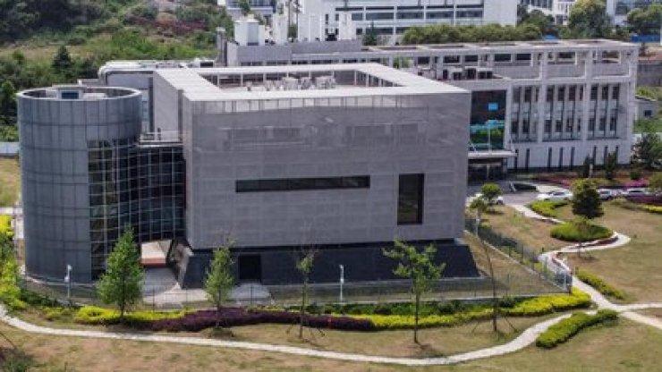 Esta foto aérea de archivo tomada el 17 de abril de 2020 muestra el laboratorio P4 en el Instituto de Virología de Wuhan, en Wuhan, en la provincia central de Hubei ,en China (Foto de Héctor Retamal/ AFP)