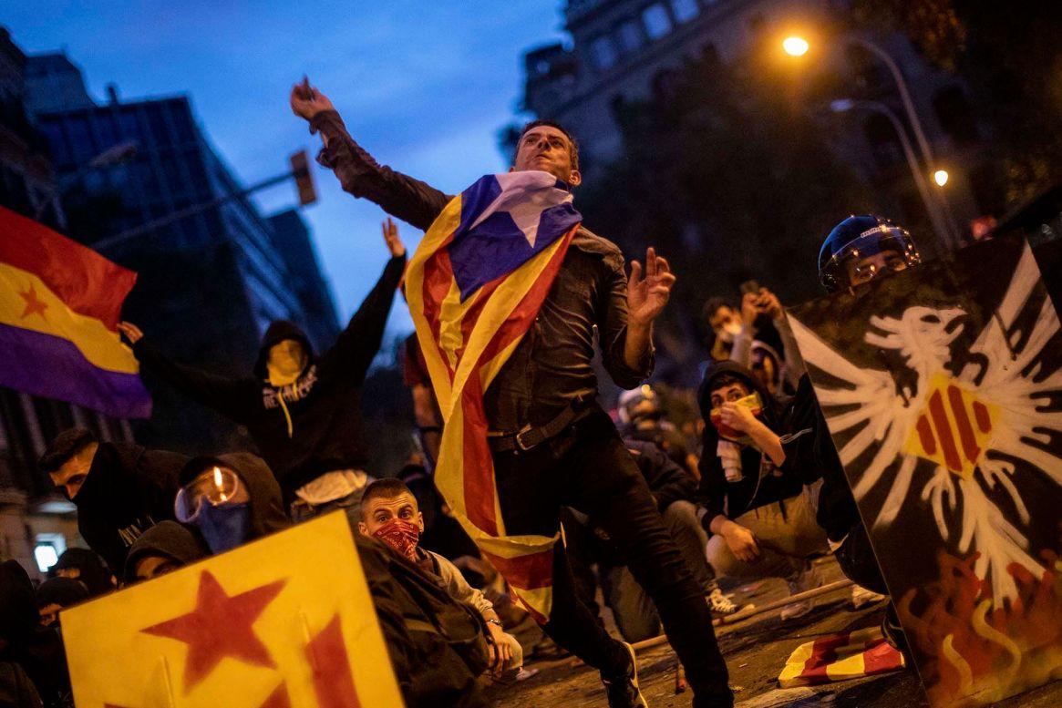 Las masivas protestas que tomaron las calles de Barcelona el mes pasado por el falló contra los líderes del proceso independentista han sido uno de los temas centrales de la campaña  (AP Photo/Bernat Armangue)