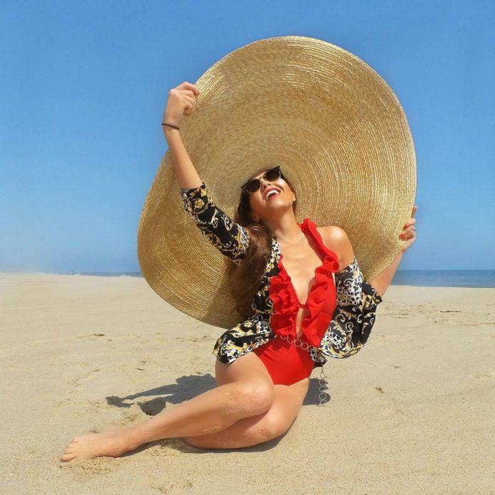 En la playa (Instagram: thalia)