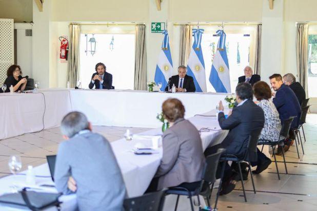 El comité de expertos que hoy se reunió con el Presidente en Olivos.