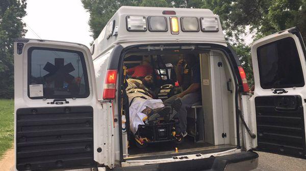 La ambulancia se lleva al sospechoso (@TRex21)