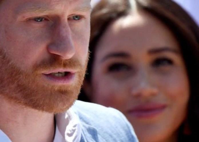 """""""Finding Freedom"""" describe al príncipe Harry como alguien muy emocional y ferozmente protector de su esposa y su hijo. (REUTERS/Toby Melville)"""