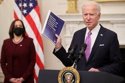 El presidente Joe Biden presentó un nuevo plan de combate al COVID-19, el cual manejará la pandemia de manera diferente a la administración anterior (Foto: Reuteres / Jonathan Ernst)