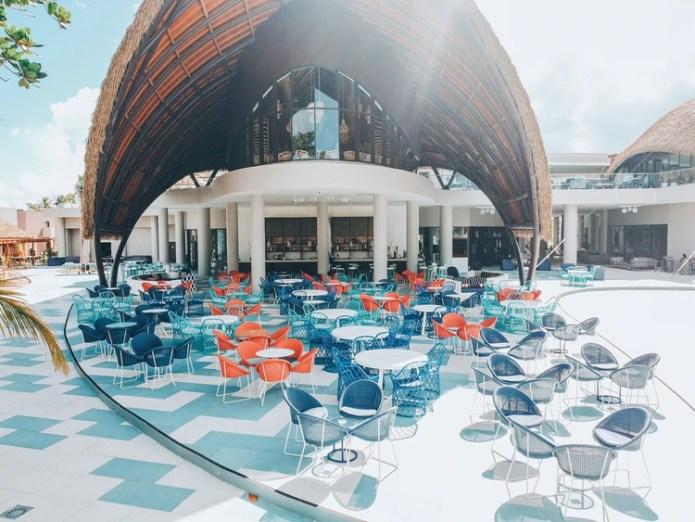 La terraza del bar principal de Club Med Miches Playa Esmeralda