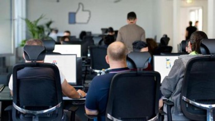 """Un periodista británico encubierto reveló que un instructor de moderación de contenidos para Facebook mostró una imagen que implicaba racismo pero no mostraba un ataque directo, y recomendó ignorarla: """"Si empezamos a censurar mucho la gente pierde interés en la plataforma""""."""