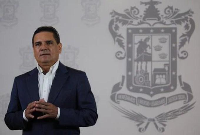 """Silvano Aureoles agregó que, """"lo más lamentable, es que quienes se manifiestan, violando la ley, afectan a empresas que generan miles de empleos y afectan la economía en un momento muy crítico para las familias"""" (Foto: Twitter/@Silvano_A)"""
